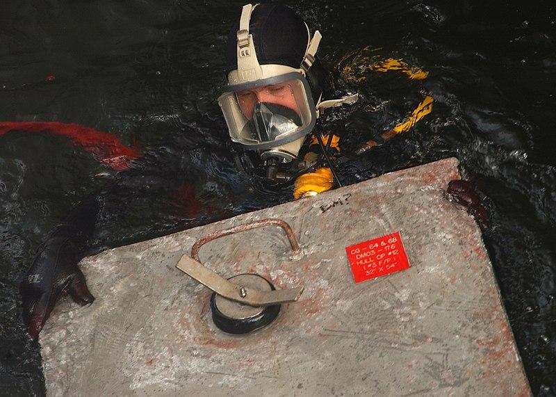 File:US Navy 061129-N-3285B-068 Navy Diver 1st Class Garrett Nichols prepares to install a cofferdam on guided-missile destroyer USS Carney (DDG 69).jpg