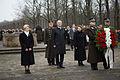 Vainagu nolikšanas ceremonija Rīgas Brāļu kapos (15144511864).jpg