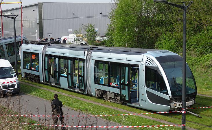 Valenciennes & Anzin - Déraillement de la rame de tramway n° 17 à la sortie du dépôt de Saint-Waast le 11 avril 2014 (014).JPG