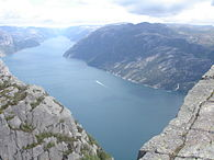 Viewfrompreikestolen.JPG
