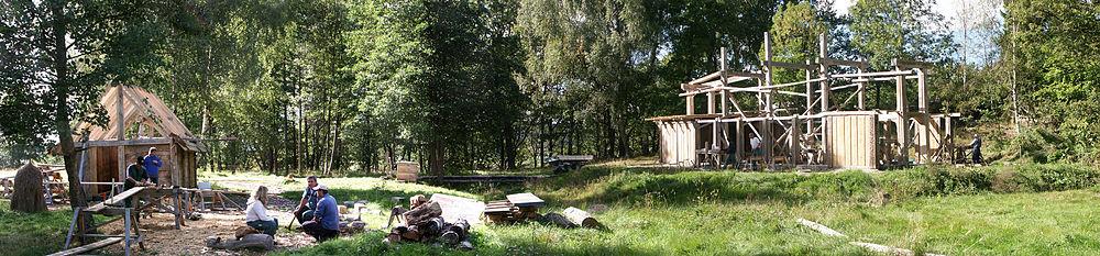 Elletræ vikingegård under opbygning.