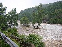 Řeka poblíž torosu během záplav v květnu 2005