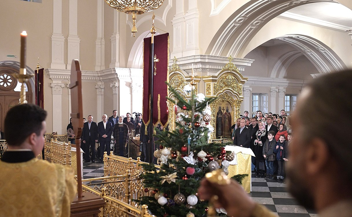 Vladimir Putin at Christmas service at the Church of Simeon and Anna (St. Petersburg; 2018-01-07) 05.jpg