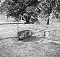 Voda, speljana iz potoka Baladovca, teče v korito. Za domačo uporabo, Sp. Trenta 15, pri Matici 1952.jpg
