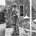 Voorgevel, bovenop de ingangspartij, beeld van Vrouwe Justitia van Ingatius van Logteren - Wageningen - 20348358 - RCE.jpg