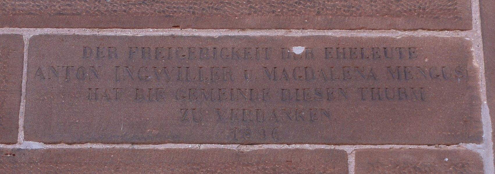 Alsace, Bas-Rhin, Wahlenheim, Église de L'Assomption-de la-Bienheureuse-Vierge-Marie (IA00061806).  Inscription sur le clocher (La commune doit remercier la générosité des époux Anton Ingwiller et Magdalena Mengus pour la construction de cette tour, 1896).