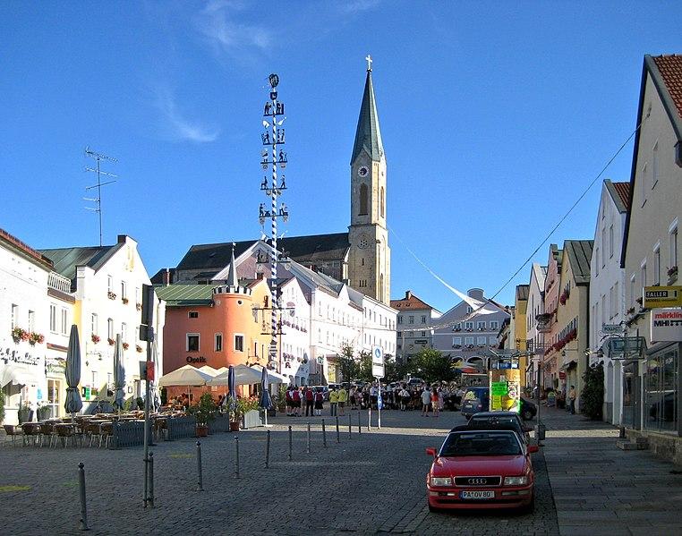 File:Waldkirchen Marktplatz 2.jpg