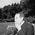 Walter Mehring zittend op een terras, Bestanddeelnr 254-5068.jpg