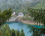 Wandeltocht rond Lago di Pian Palù (1800 m). in het Nationaal park Stelvio (Italië). Huis bij de stuwwand 01.jpg