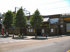 White Hart Lane railway station in 2008.jpg