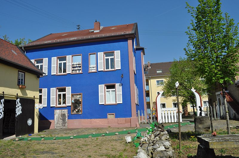 FileWiesbadenErbenheim, Harlekinäum.JPG Wikimedia Commons