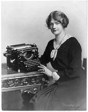 Underwood Typewriter Company - Woman with an Underwood typewriter, c. 1918