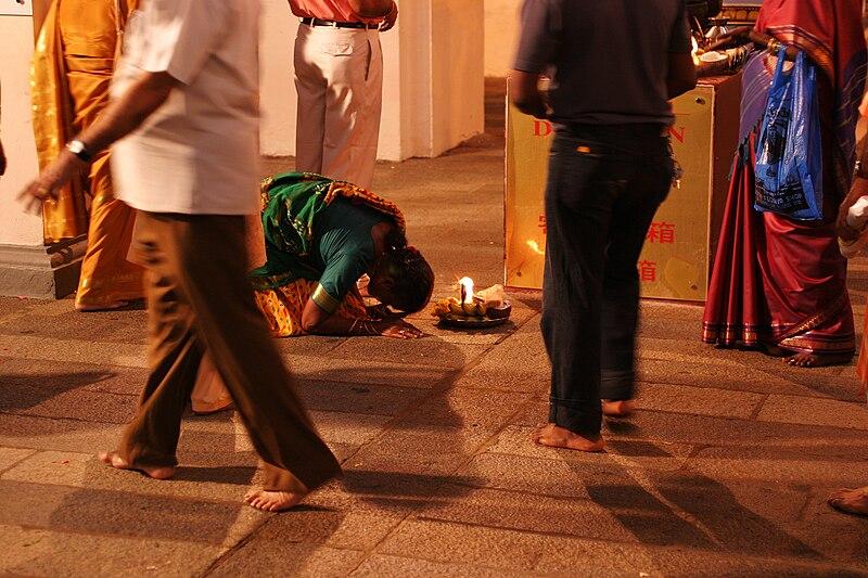 File:Worship at Sri Mariamman Temple.jpg