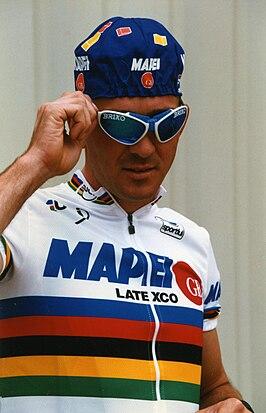 Johan Museeuw in de regenboogtrui in 1997