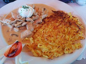 Zürcher Geschnetzeltes - Zürcher Geschnetzeltes, with rösti on the side.
