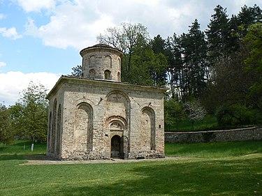 Земен-монастырь-церковь.jpg