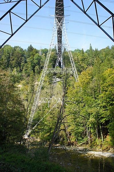 File:Zweibruggen Eisenbrücke Träger.JPG