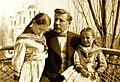 Архитектор Берзен Р. А. с дочерьми (1910).jpg