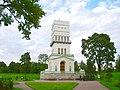 Белая башня и у башни скульптурная группа Таратынова.jpg