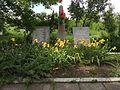 Братська могила радянських воїнів та пам'ятник воїнам - односельцям. Поховано 128 чол., с-ще Івано - Ганнівка.jpg