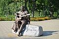 Графський парк (парк Ніжинського педінституту), пам'ятник М.Бернесу.jpg