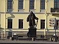 Дом арх. Трезини и памятник Трезини Университетская наб., 21.JPG