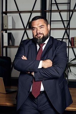 Голова політичної партії «Хвиля»