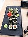 Суші Макі Овочевий із кунжутним соусом, Авокадо.jpg