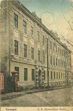 Фасад будівлі Тернопільської української гімназії
