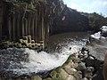 נקודת החיבור בין הנחל לבריכת המשושים.jpg