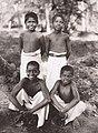 പെരാപ്പെരി ബോർഡിംഗ് സ്കൂളിറ്റെ വിദ്യാർത്ഥികൾ (1930-1937).jpg