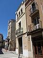 069 Casa al c. Església, 1 (Sant Sadurní d'Anoia), al fons la casa bessona del c. Hospital, 25.jpg
