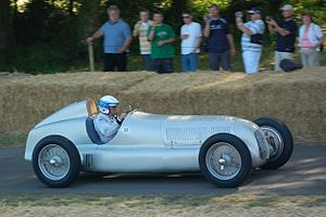 Mercedes-Benz W25 - Image: 1934Mercedes Benz W25 side Goodwood, 2009