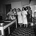1958 Personnel de la cantine au CNRZ Cliché Jean-Joseph Weber.jpg