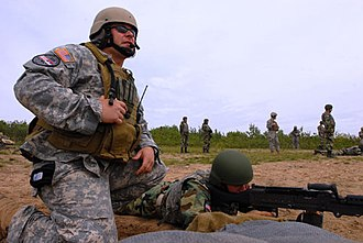 19th Special Forces Group - Image: 19th Group soldier instructs Serbian soldier on 240B