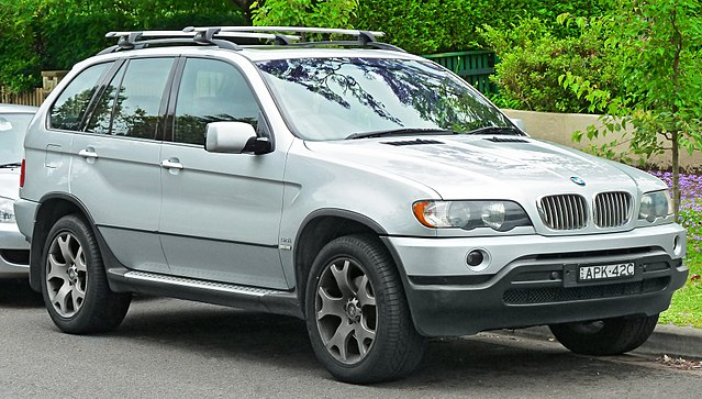 2000-2003 BMW X5 (E53) 4.4i wagon (2011-11-18)
