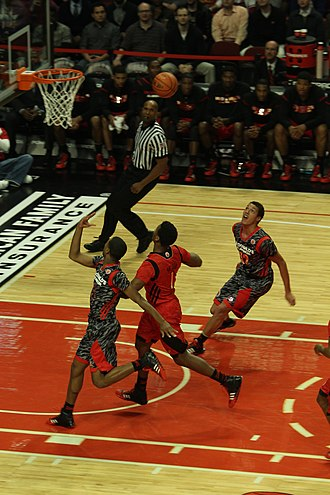 Basketball moves - Image: 20130403 MCDAAG Aaron Gordon alley oop from Aaron Harrison (3)