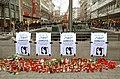 2014-12-06 Plakate und Kerzen für Tuğçe Albayrak, Bahnhofstraße Ernst-August-Platz Hannover.jpg