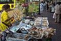 2016 Bangkok, Dystrykt Phra Nakhon, Ulica Chakrabongse, Uliczne jedzenie (04).jpg