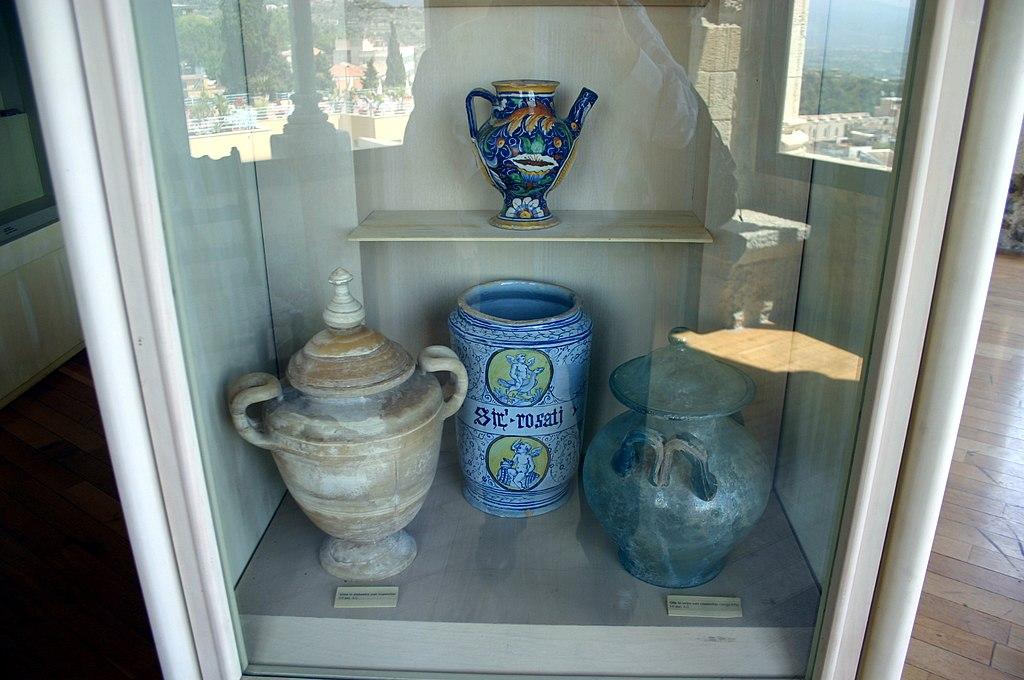 File 2113 taormina badia vecchia vasi romani e for Vasi antichi romani