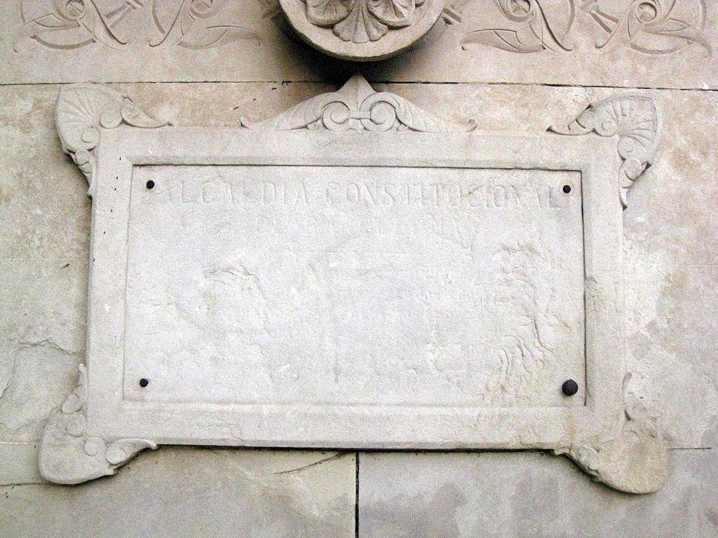 File 236 inscripci a la porta del parc de la ciutadella for La porta media