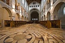 Labirinto nella abbazia trappista di Notre-Dame de Saint-Rémy, Vallonia, Belgio
