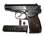 9-мм пистолет Макарова с патронами.jpg