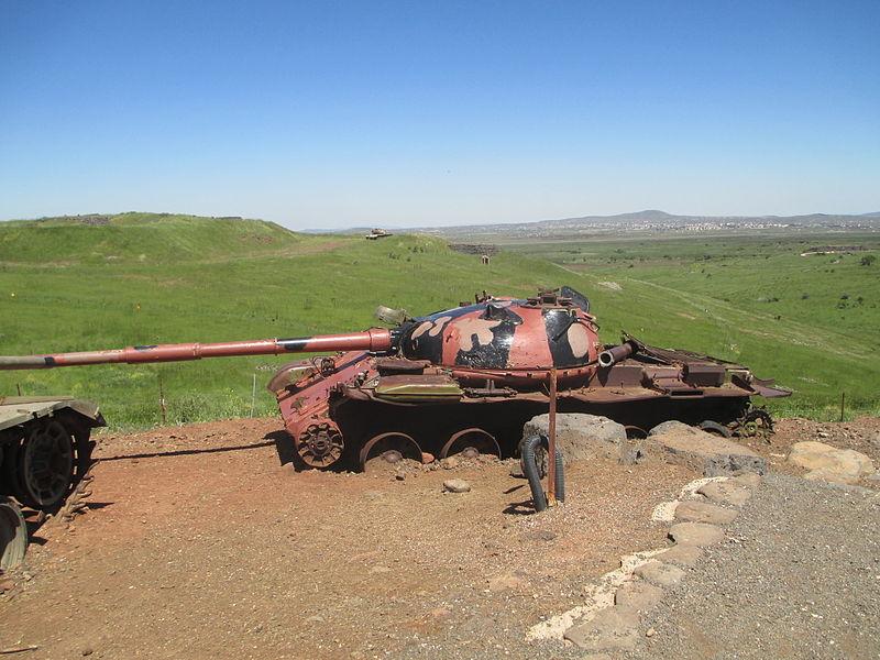 من سفر حرب اكتوبر 1973 ......معركة وادي الدموع .....باجزاء  800px-A_Syrian_T-62_tank_in_Valley_of_Tears_memorial_on_Golan_Heights
