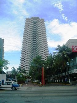 Acapulco-Hot-Hornos - Crown-Plaza.JPG