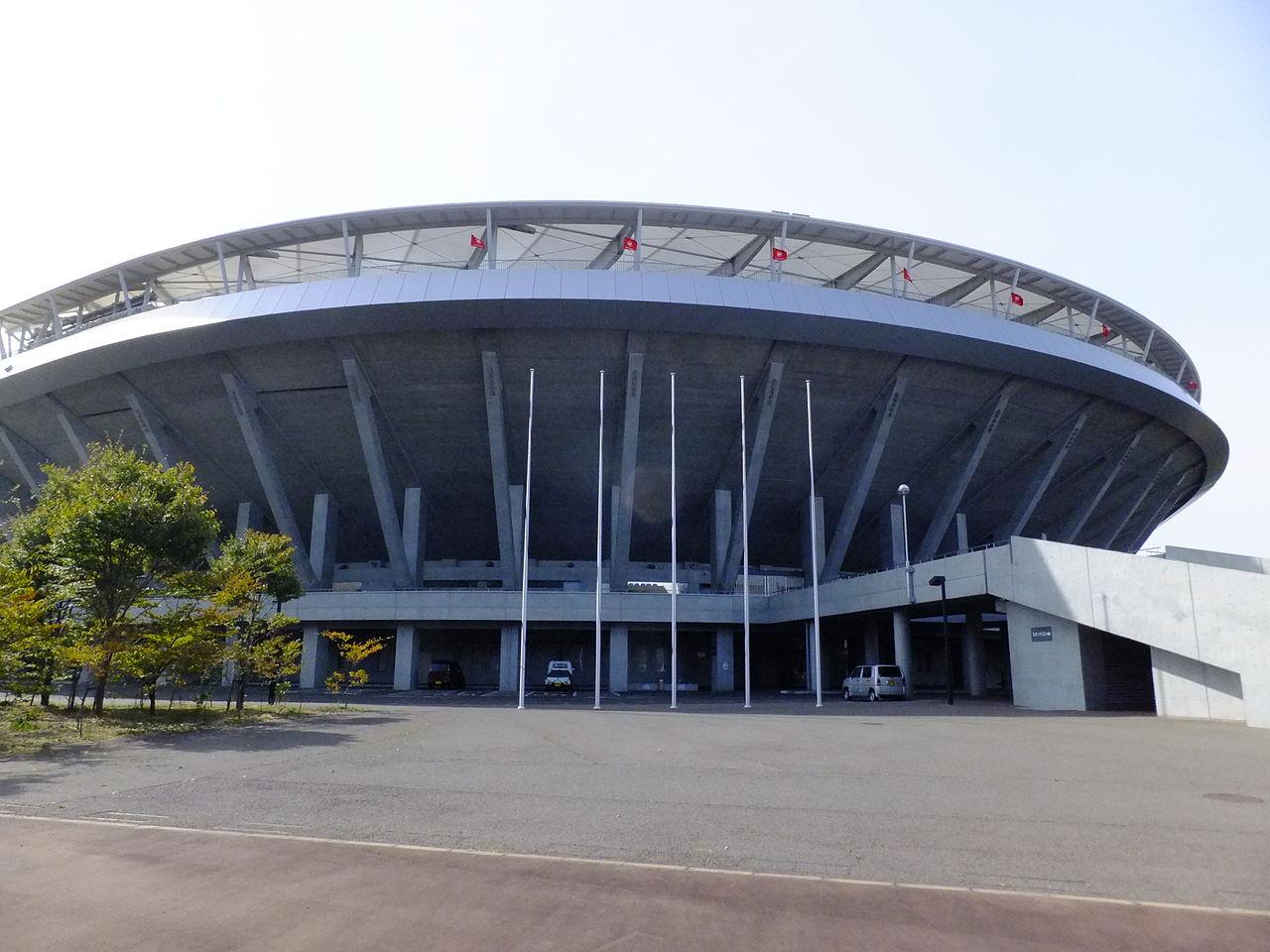 https://upload.wikimedia.org/wikipedia/commons/thumb/c/cb/Akita_Komachi_Stadium1.jpg/1280px-Akita_Komachi_Stadium1.jpg