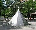 Alfred Aschauer - Wasserpyramide 1979 Neuperlach-1.jpg