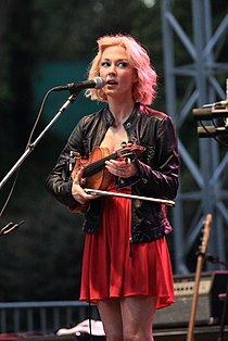 Amanda Shires at HSB 2014.jpg