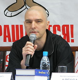 Andrei Derzhavin at Nu, pogodi! press conference (crop).jpg