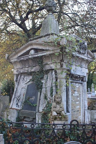 Kensal Green Cemetery - The crumbling beauty of Andrew Ducrow's grave